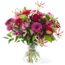 Charming pink/red bouquet, excl. vase